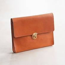 Underarm Document Case aus Stierleder Coxorange
