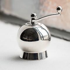 Nick Munro Salz- und Pfeffermühle Spheres Salzmühle