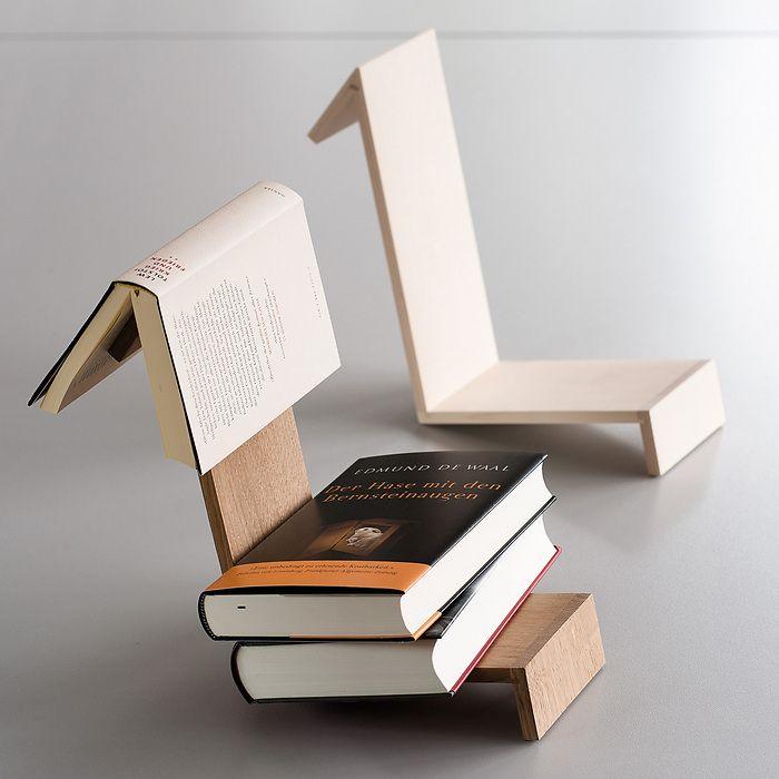 Buchablage mit Lesezeichen